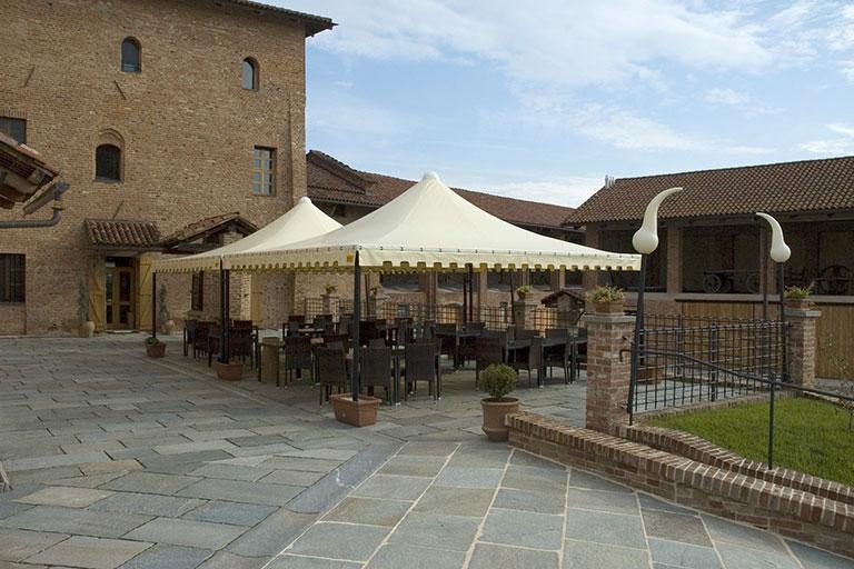 Gazebo per locale esterno in castello medievale - Casi di studio Venturello
