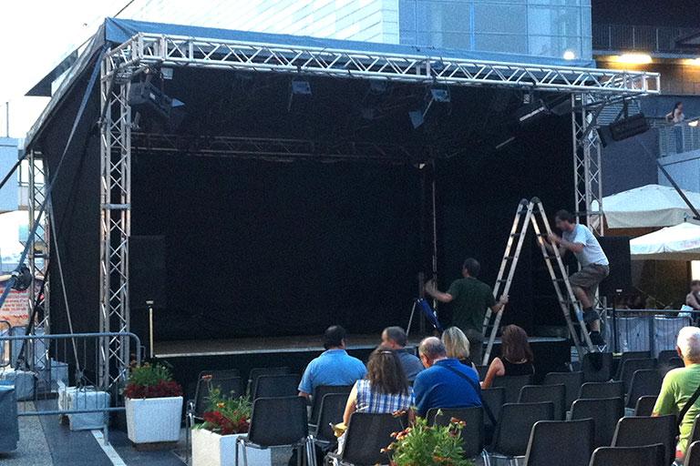 Copertura su misura per palco manifestazioni - Casi di studio Venturello