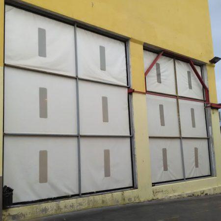 Teloni in PVC ignifugo con oblò trasparente posizionati con stampo - Chiusure per industria - Venturello