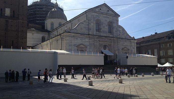 Allestimento Duomo di Torino Ostensione Sindone