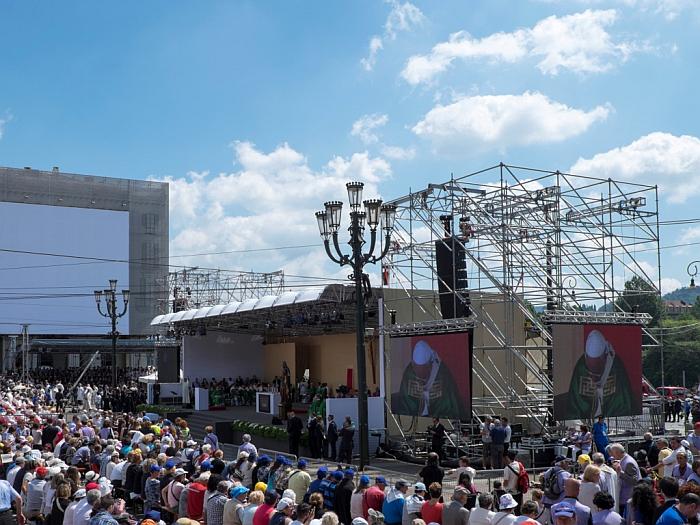 Allestimento palco per visita Papa Torino